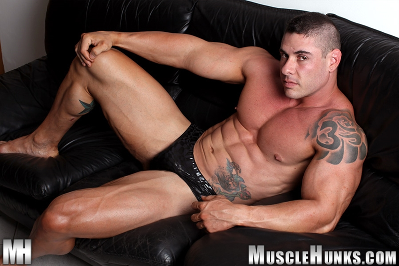 muscle men 2 muscle hunks  Brian Gunns