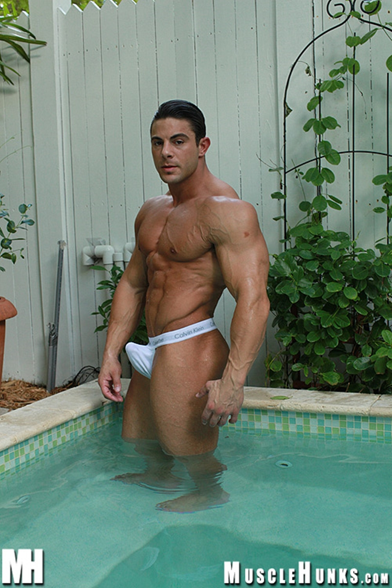 Hot chicks naked muscle hunks for the