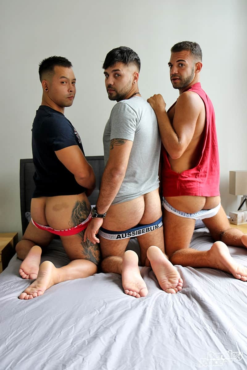 Men for Men Blog Layton-Charles-Jesse-Carter-Sam-Sivahn-daisy-chain-fuck-Hot-young-dudes-bentley-race-024-gay-porn-pictures-gallery Hot young dudes Layton Charles, Jesse Carter and Sam Sivahn daisy chain fuck Bentley Race