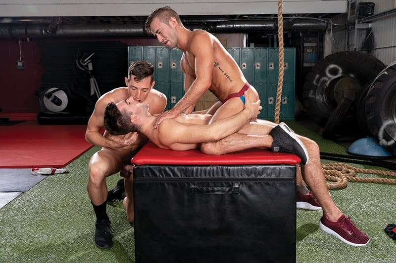 Men for Men Blog Grant-Ryan-Steven-Lee-Woody-Fox-Huge-cock-spit-roasting-face-fucking-hot-ass-FalconStudios-013-gay-porn-pictures-gallery Huge cock spit-roasting Grant Ryan with Steven Lee plugging his face and Woody Fox fucking his hot ass Falcon Studios