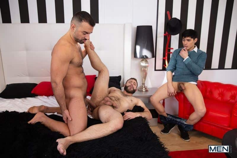 Sexy hairy hunk Diego Reyes's hot bubble butt raw fucked by bearded stud Oliver Marinho's big uncut cock at Men